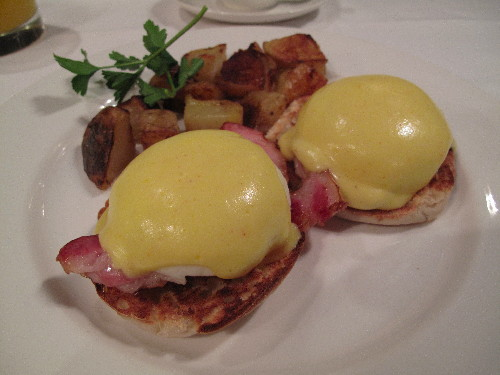 Eggs Benedict at the Huntingdon